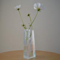 (flower vase)
